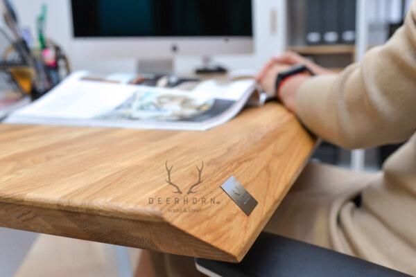 biurko z ergonomicznym blatem