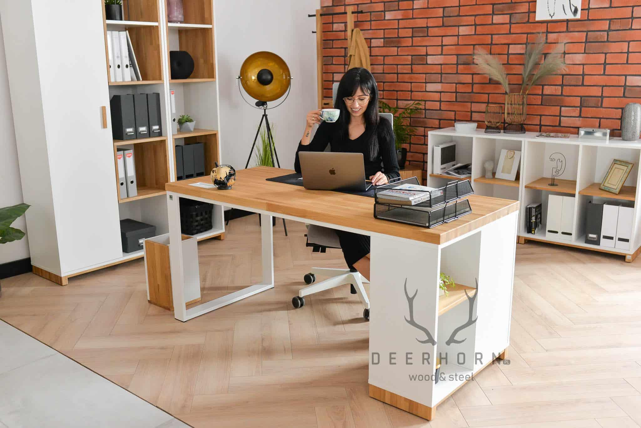 biurko do kobiecego gabinetu