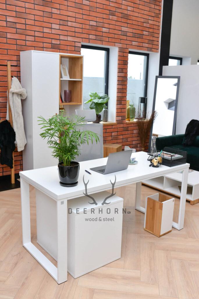białe biurko loftowe