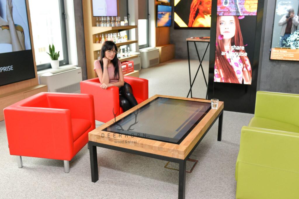 multimedialny biurowy stolik kawowy