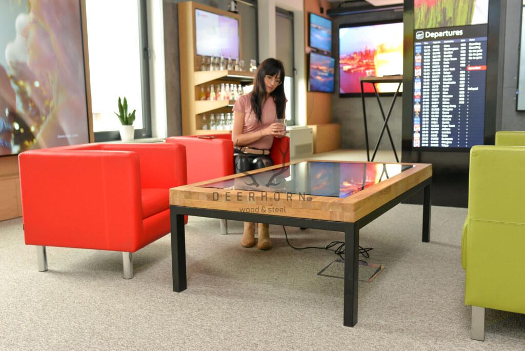 loftowy stolik multimedialny